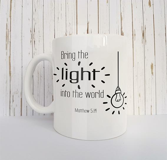 Mok met tekst Bring the light into the world