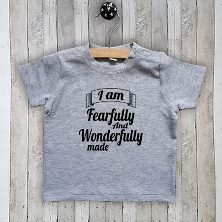 T-shirt met tekst I am fearfully made