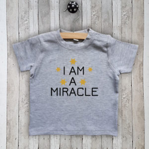 Baby t-shirt met tekst I am a miracle