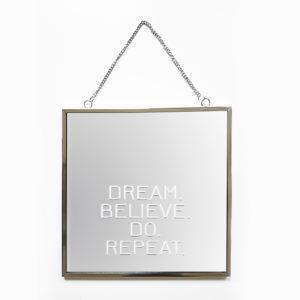 Spiegel Faith met tekst Dream Believe Do Repeat