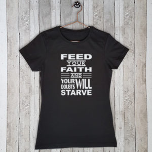 Stretch t-shirt met tekst Feed your faith