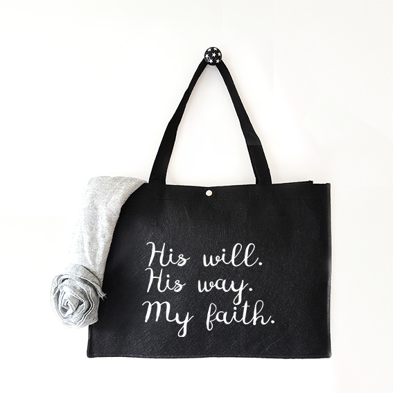 Vilten tas met tekst His will His way My faith