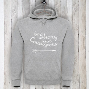 Hoodie met tekst Be strong and courageous