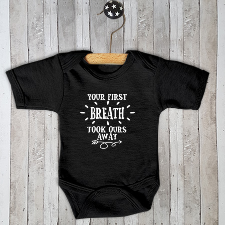 Rompertje met tekst Your first breath