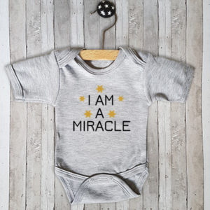 Rompertje met tekst I am a miracle