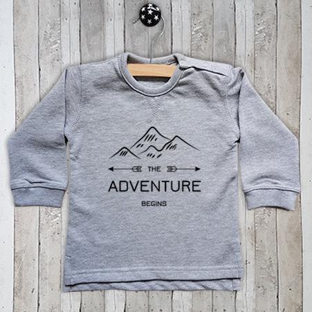 T-shirt met tekst The adventure begins