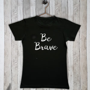 Basis t-shirt met tekst Be brave