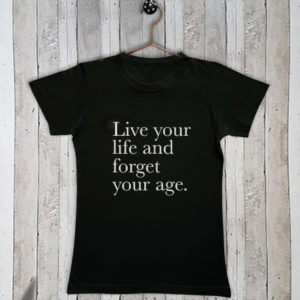 Basis t-shirt met tekst Live your life