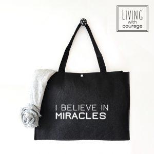 Christelijke Vilten Tas I believe in miracles